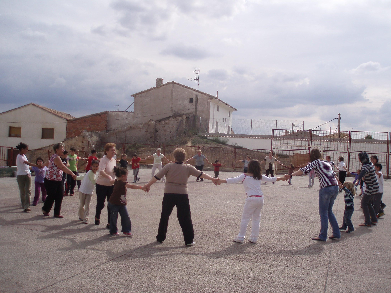 Actividades en la escuela de adultos for Casa para patio ninos