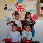 Aunque no fue tan masiva como en Zaragoza, los niños de la Guarderia hicieron su propia Ofrenda de Flores a la Virgen del Pilar
